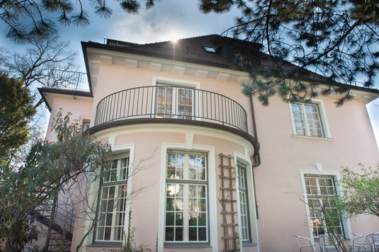 The villa at Seestraße 13 was built in 1927, and is located in the immediate vicinity of Max Weber's last home.