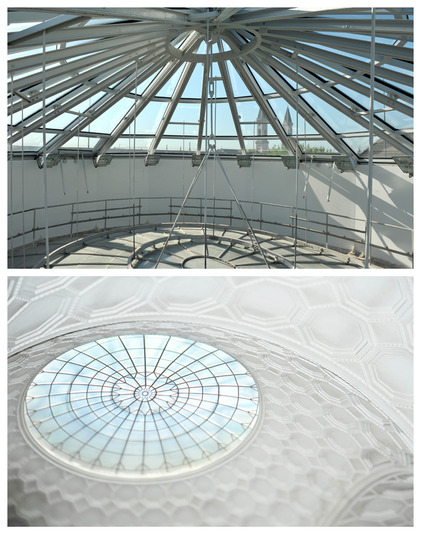 The glass dome – LMU's hottest spot when the sun shines – which lets daylight stream into the Atrium. After sundown, the spotlights banish the darkness.