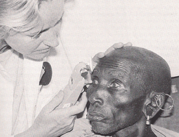 An Eye for Africa - In the 1980s, Claudia Klauß helped her husband Volker to train eye specialists in Nairobi.