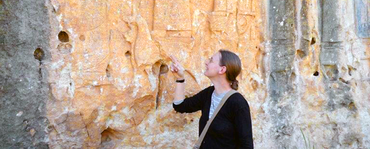 Professor Karen Radner in front of a relief depicting the Assyrian king Sanherib (704-681 BC), located in Maltay near Dohuk in the Autonomous Region of Kurdistan in Iraq. Photo: Karen Radner
