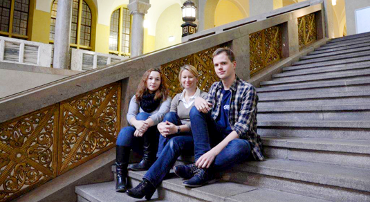 In addition to their university commitments, LMU students Jessica Feichtmayr, Anina Schafnitzel and Alexander Blaut participate in voluntary work.