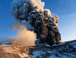 Deconstructing disasters The real thing: Eruption of the volcano Eyjafjallajökull on Iceland in early 2010. Source: Picture Alliance/bt3/ZUMA Press