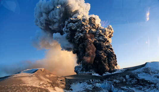The real thing: Eruption of the volcano Eyjafjallajökull on Iceland in early 2010. Source: Picture Alliance/bt3/ZUMA Press