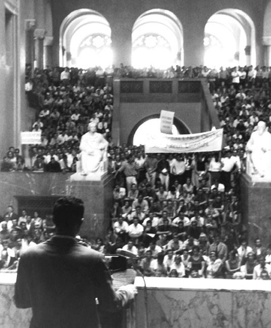 In his capacity as Chairman of the AStA, Kurt Faltlhauser speaks before a packed crowd in the Atrium of LMU's Main Building on July 1st 1965.