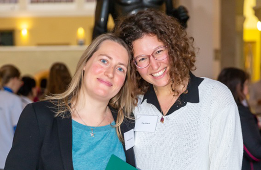 Lena Wilde and Elsa Girard at the Lehre@LMU Student Research Prizes