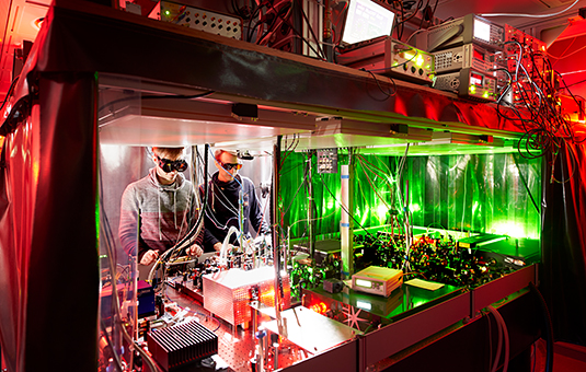 Exploring the frontiers: Quantum research in Immanuel Bloch's laboratories. Source: Jan Greune/LMU